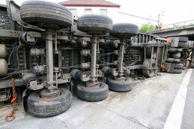 5639ae268e630665760506-truck-accident-attorney.jpg
